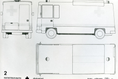 Katastrofiauto kuvattuna takaa, vasemman kyljen puolelta ja ylhäältä