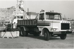 Sisu-kuorma-auto Helsingin satamassa