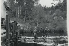 Uittajat työssään, v. 1952, Siikakoski, Juva, Osuusliike Savonseutu