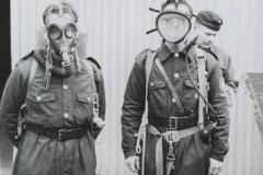 Porin Puuvillan palomiehet kaasunaamareissaan
