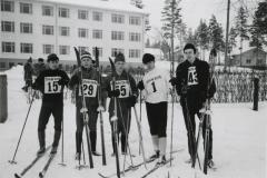 Outokummun Ammattikoulun oppilaat hiihtokilpailussa v. 1964