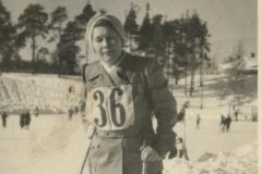 Naishiihtäjä hiihtokilpailuissa 1940-1950 -luku